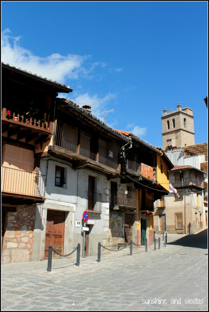 The main square of Garganta la Olla
