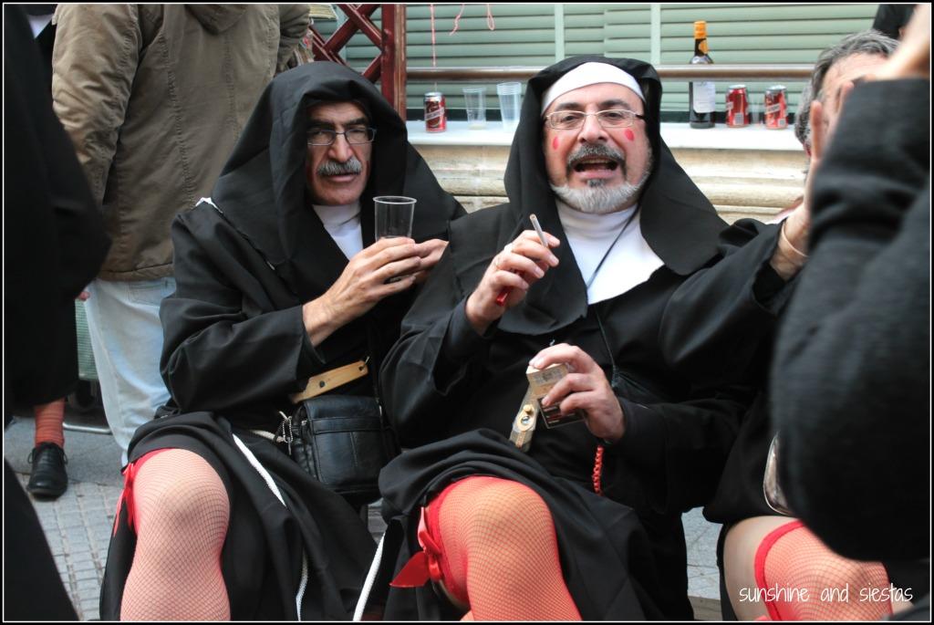 costumes of the carnivals de cadiz