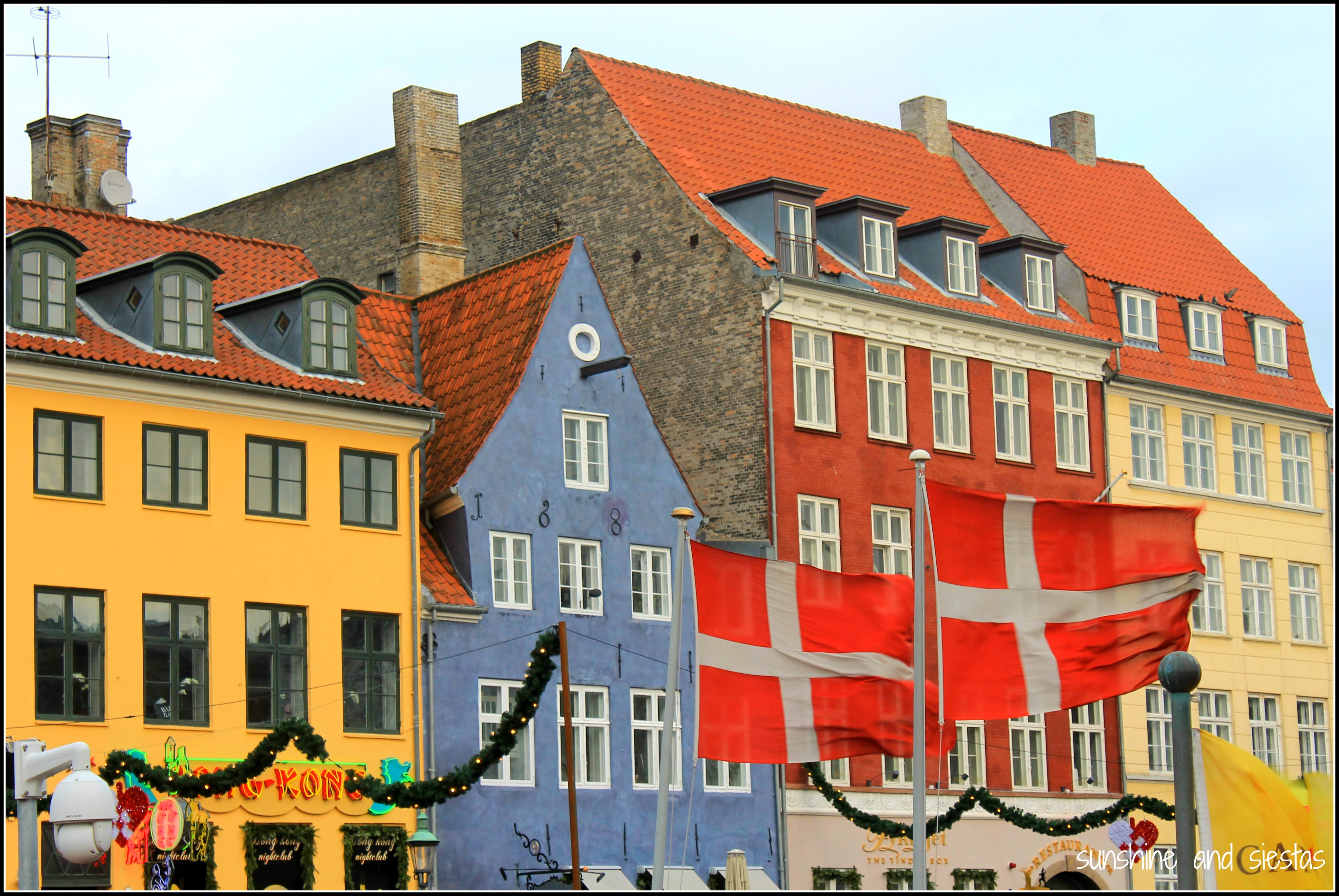 nyhavn harbor colorful houses